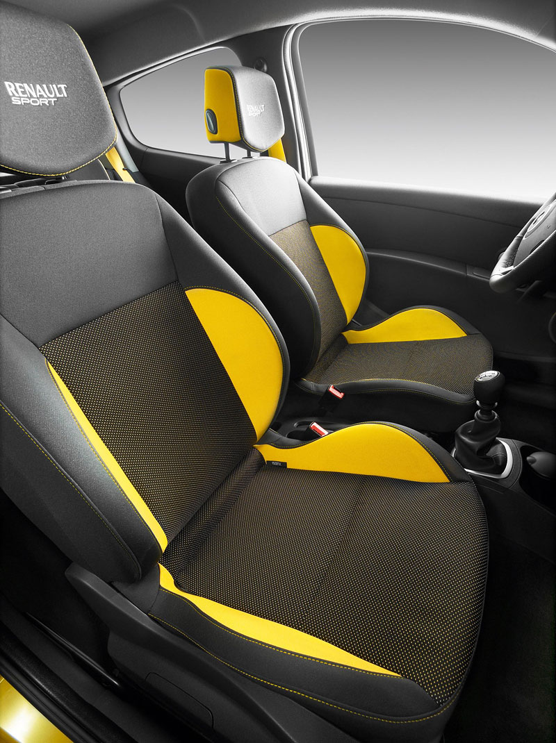 Renault Sport Experience: je libo protáhnout R26.R po okruhu?: - fotka 2