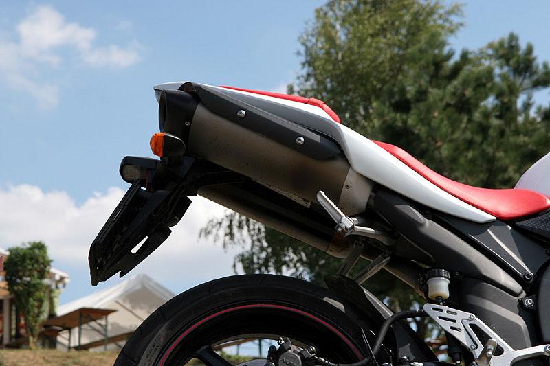 Test - Yamaha YZF-R1: sportovní kráska: - fotka 17