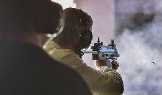 Svět zbrojí, muniční továrna ve Vlašimi je plně vytížená. Podívejte se, jak probíhá testování nábojů
