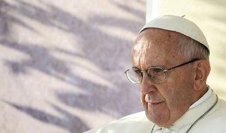 Papež vidí u populistů paralely s Hitlerem. Trumpa ale soudit nechce
