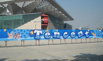 Číňané vstupují do Tesly, Tencent utratil miliardy