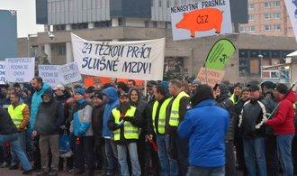 Zaměstnanci Severočeských dolů demonstrovali za vyšší mzdy. Žádají navíc 3000 korun