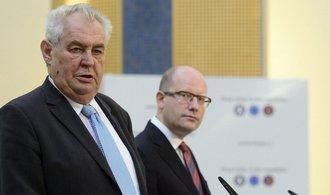 Zeman chce do etické komise donašeče StB, Sobotka jmenování nepodepíše