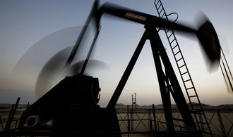 Zástupci ropných velmocí chtějí prodloužit omezení těžby