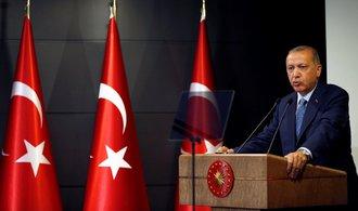 Turecko nařídilo zadržení 219 vojáků, měli mít vazby na Gülena