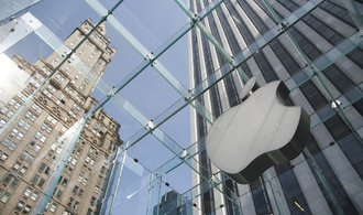 Apple Pay přilákal během prvního dne v Česku desítky tisíc klientů, hlásí banky
