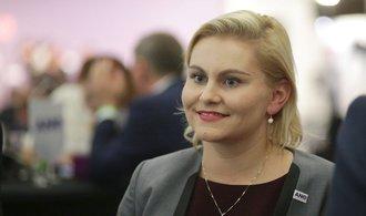 Další komplikace pro novou vládu. KSČM i část ČSSD má výhrady k Malé a Novákové