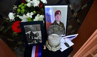 Lidé se skládají na rodiny padlých vojáků, zatím jim poslali více než sedm milionů