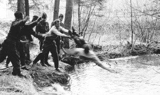 V československé armádě umíralo přes 200 vojáků ročně, ukázali historici