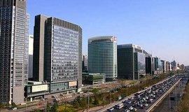 Peking se propad� o 11 centimetr� za rok