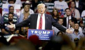 Trump sh�n� lidi do volebn�ho �t�bu, hl�s� se ale m�lokdo