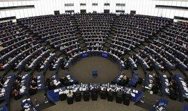 Evropsk� parlament tla�� na Brity, aby rychle ode�li z EU