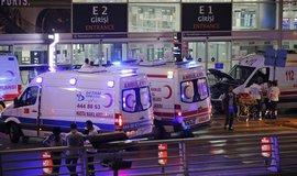 �tok na leti�ti v Istanbulu si vy��dal nejm�n� 28 mrtv�ch