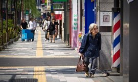Japonsko pomalu vym�r�, ekonomika zem� t�m trp�