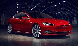 Autopilot vozu Tesla m�l prvn� smrtelnou nehodu