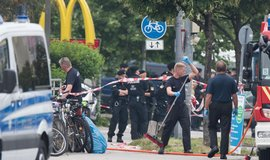 Bavorsk� ministr chce po �toc�ch zm�nit z�kony, aby mohl nasadit arm�du