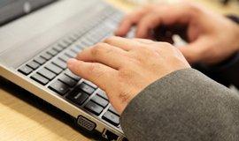 St�t nem� dost lid� na kybernetickou bezpe�nost, upozor�uje NB�