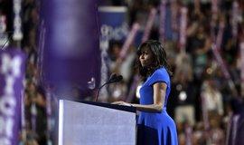 Obamov� zaz��ila s �e�� na demokratick�m sjezdu. Chv�l� ji i republik�ni