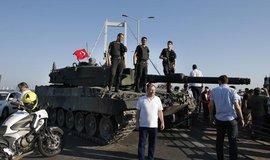 Na p�evratu se pod�lelo 8651 voj�k�, ozn�mila tureck� arm�da