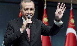 Erdogan ni�� tureck� soudnictv� a pr�vn� st�t, varuj� nejvy��� soudy v EU
