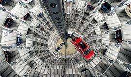 �ist� zisk Volkswagenu v pololet� klesl o v�ce ne� t�etinu