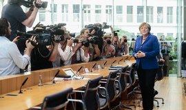 Merkelov�: Arm�da chyst� man�vry s polici�, migraci i teorismus zvl�dneme
