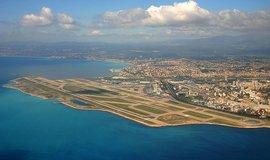 Francie dokon�uje privatizaci leti�� v Nice a Lyonu, z�sk� 1,8 miliardy eur