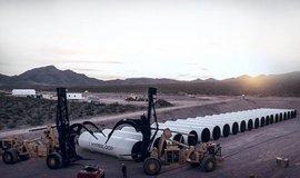Hyperloop: One otev�ela v�robn� halu, HTT m� pakt s Deutsche Bahn