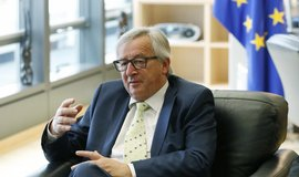 Juncker nehodl� odstoupit, navzdory kritice z mnoha stran