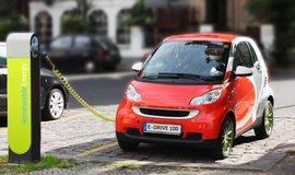 Nizozemsk� vl�da chce zru�it fosiln� auta, maj� je nahradit elektromobily