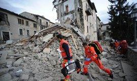 V It�lii zahynulo p�i zem�t�esen� 120 lid�, ozn�mil Renzi