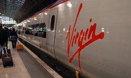 Jsou britsk� vlaky p�epln�n�? ��f labourist� mo�n� nafingoval cestu na podlaze