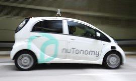 V Singapuru vyjelo jako v prvn� zemi na sv�t� taxi bez �idi�e