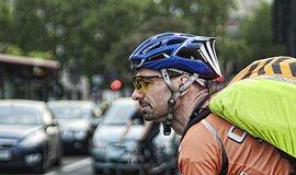 Cyklist� by mohli p�t alkohol v sedle, Sen�t navrhuje a� 0,8 promile