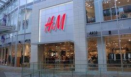 �et�zec H&M loni v �esku vyd�lal 143 milion�