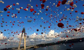 Most Selima I. Hrozn�ho. Turci slavnostn� otev�eli t�et� cestu p�es Bospor