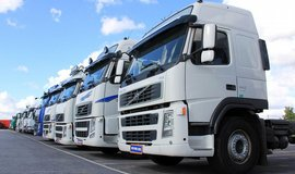 Kamiony a autobusy v USA mo�n� budou muset m�t omezova� rychlosti