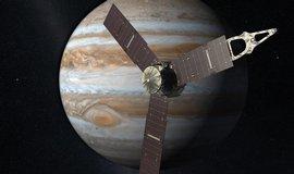 Sonda Juno provedla prvn� z bl�zk�ch pr�let� kolem Jupiteru
