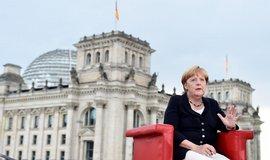 Merkelov�: Na �e�en� ot�zky b�enc� se musej� pod�let v�ichni