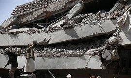 Atent�t v jihojemensk�m Adenu si vy��dal nejm�n� 45 ob�t�
