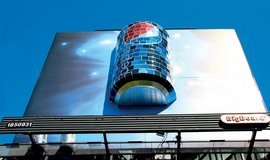 Ji�n� M�sto zak�zalo na sv�ch pozemc�ch venkovn� reklamu