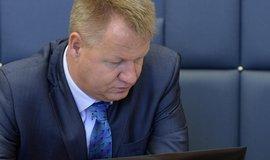 P�est�elka ministr� kv�li VZP pokra�uje. Zn�j� slova o podrazu a k�iv�rn�