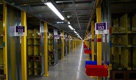 Amazon v Dobrov�zi najel na plnou kapacitu, zam�stnanc�m zv�� platy
