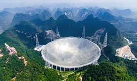 ���an� zprovoznili nejv�t�� teleskop na sv�t�. V pr�m�ru m� p�l kilometru