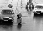 Před 40 lety představil Mercedes systém ABS. Demonstroval jej názorně