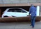 James May si utahuje z YouTuberů. Natočil rozbalení nové Toyoty Yaris GRMN