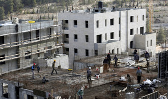 Izrael postaví 2500 bytů pro osadníky, některé podporuje i Trump