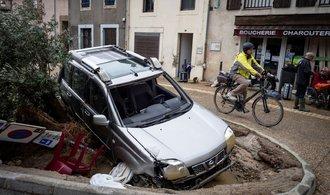 Silné deště na jihu Francie si vyžádaly nejméně 13 mrtvých
