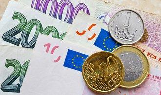Koruna prolomila novou hranici, vůči euru je nejsilnější za pět let