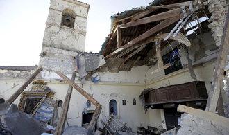 Itálii zasáhla série silných zemětřesení, v Římě evakuují metro
